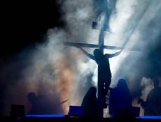 """""""Paixão de Cristo"""" emocionou multidão no Parque Cachoeira, na Sexta (30)"""